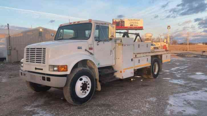 International 4700 Flatbed Truck (1999)