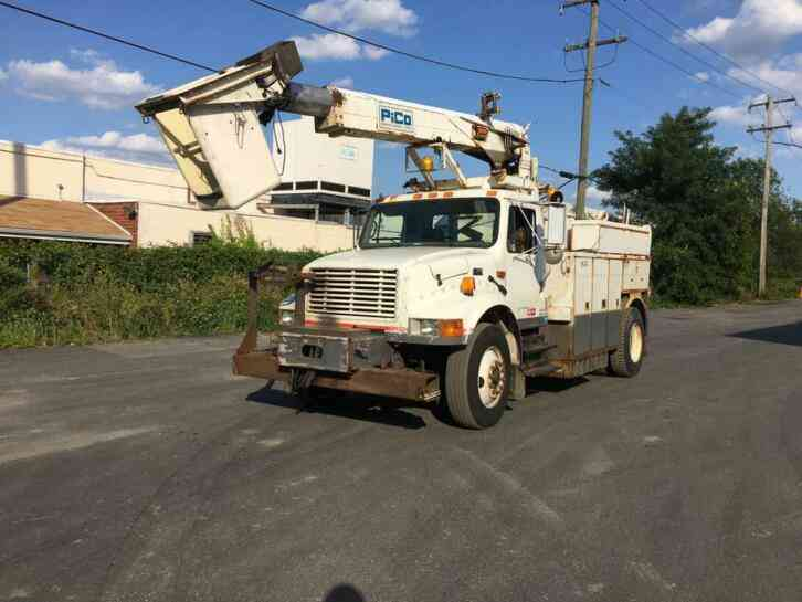 INTERNATIONAL 4900 CABLE PLACING BUCKET BOOM TRUCK (2002)