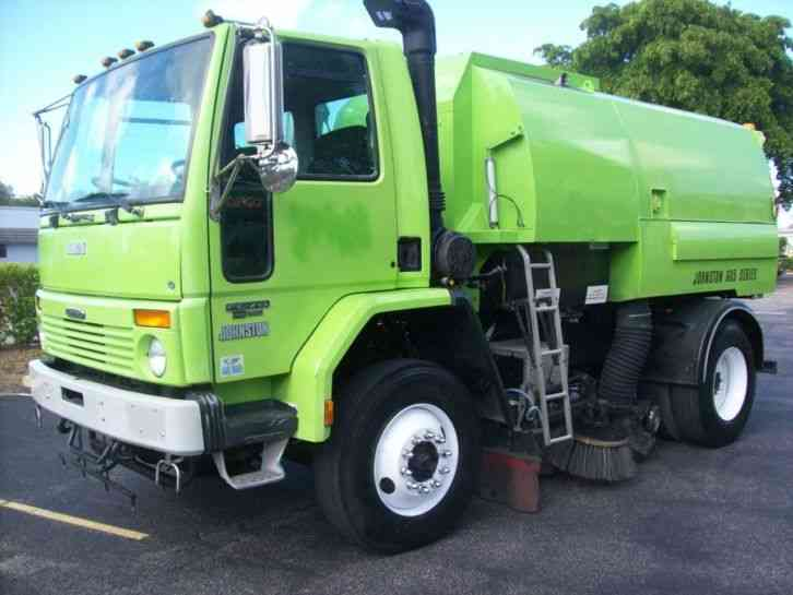 China HOWO A7 Outdoor Road Sweeper Truck 8cbm Garbage 2