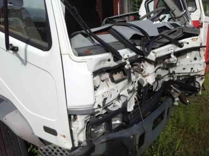 Mitsubishi FM617 (2004) : Van / Box Trucks