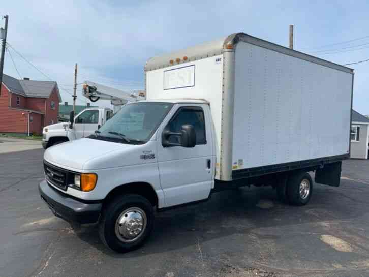 Ford E-350 15FT BOX PANEL DELIVERY TRUCK CUBE VAN (2005)