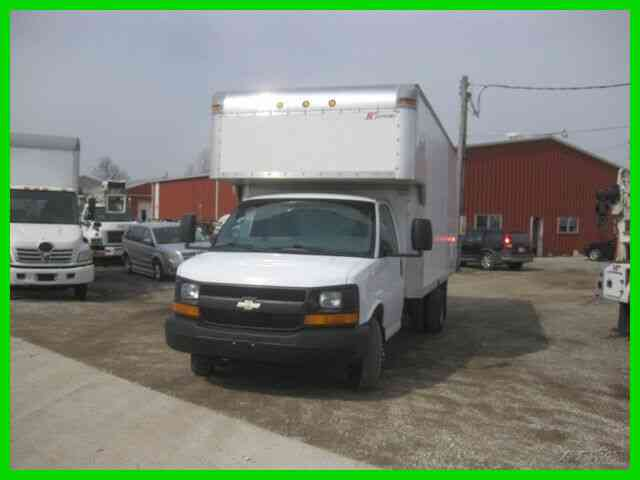 CHEVROLET 3500 EXPRESS 6. 0 DUAL REAL WHEELS WITH 17-1/2' VASN BODY WITH ATTIC AND WALK RAMP (2006)