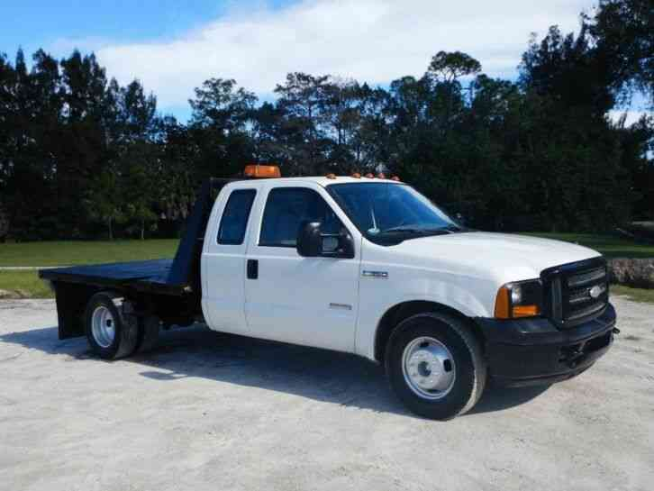 Ford Super Duty F-350 Ext Cab Flatbed Truck (2006)