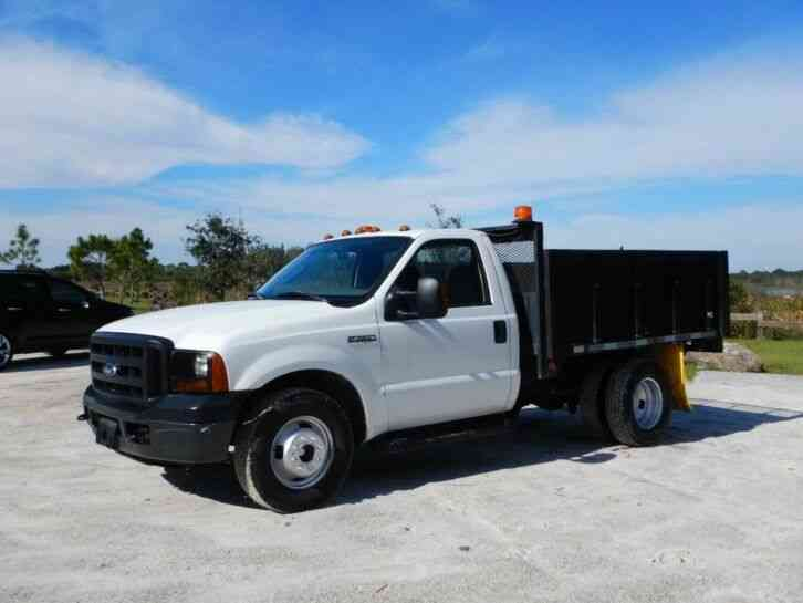 Ford Super Duty F-350 Flatbed Truck (2006)