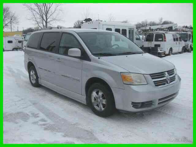 DODGE '''BRAUN ENTERVAN''' SXT GRAND CARAVAN EXTENDED 5 PASSENGER, ONE WHEELCHAIR (2008)