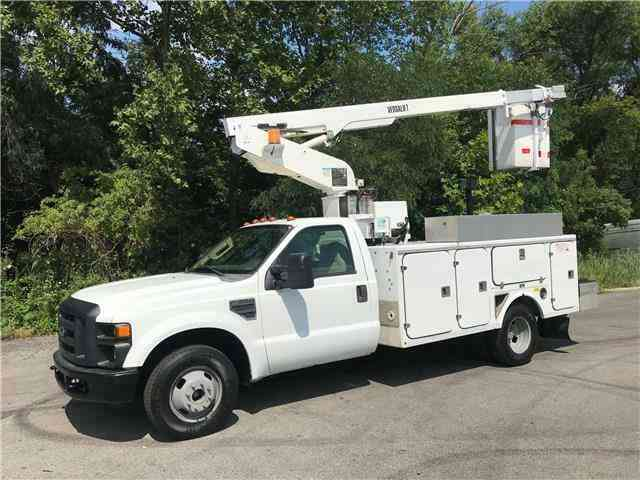 Ford Super Duty F-350 DRW ONAN VERSALIFT 35ft Bucket Truck (2008)