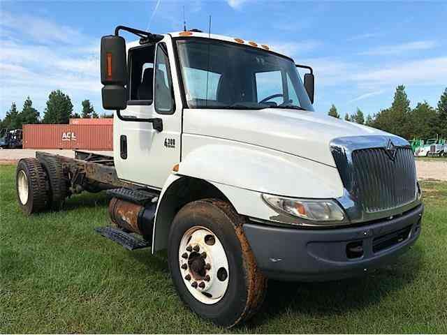International 4300 CAB & CHASSIS -- (2008)