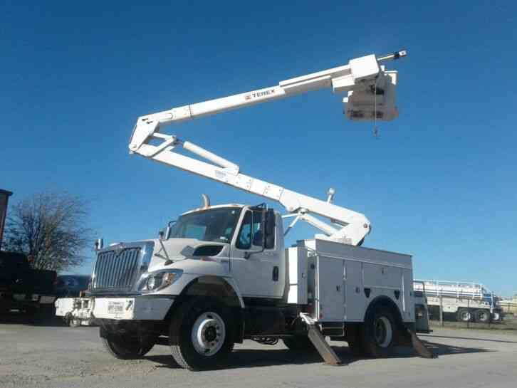 International 7300 BUCKET TRUCK W/ MATERIAL HANDLER (2008)