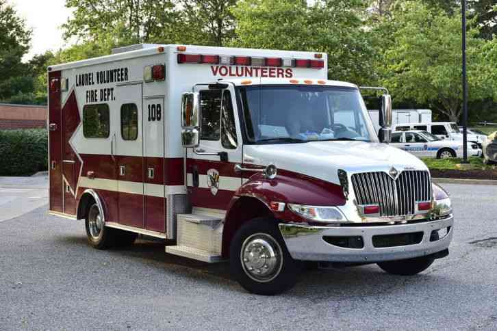 International 4300 SBA LP 4x2 Ambulance (2008)