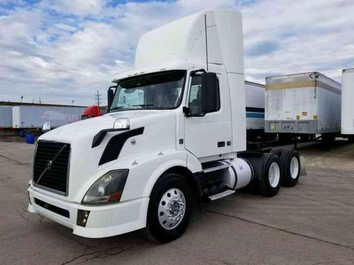 Volvo Day Cab 387K Miles 10 speed VNL64 One Owner New Tires Like New Condition (2008)