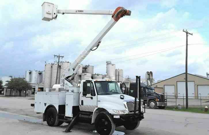 International 4300 55FT TEREX INSULATED BOOM (2009)