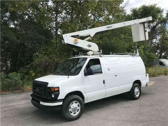 Ford E350 35ft BUCKET TRUCK Commercial Econoline (2010)