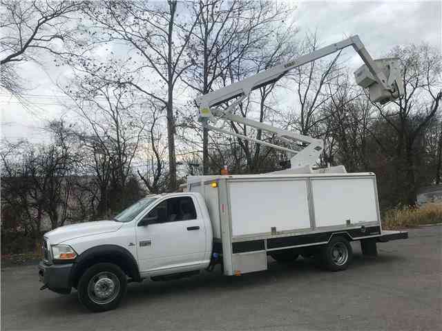 Dodge Ram 5500 46 Bucket Truck ST VERSALIFT 46ft Cummins 6. 7L (2011)