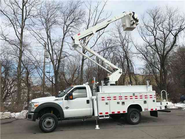 Ford Super Duty F-550 DRW XLT 46ft INSULATED BUCKET TRUCK (2011)