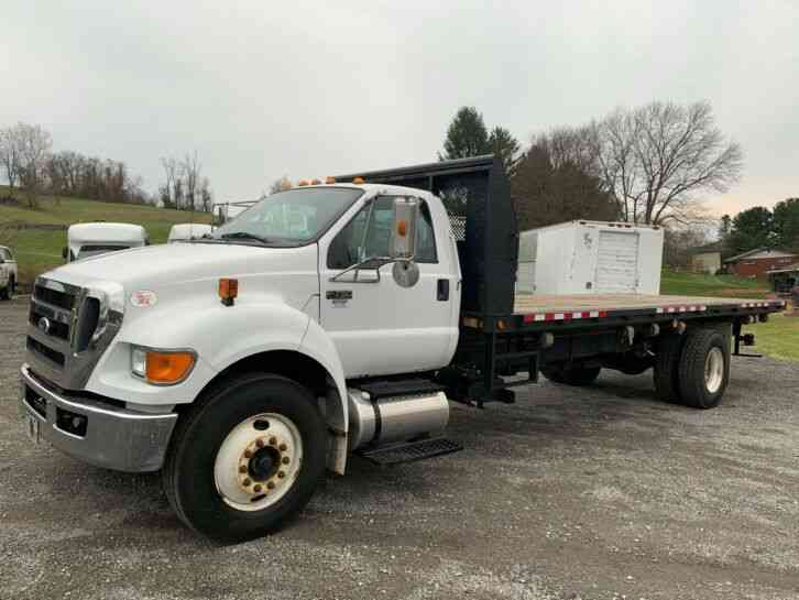 Ford F-750 24FT FLATBED DELIVERY TRUCK (2011)