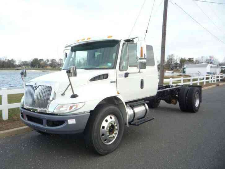 INTERNATIONAL 4300 EXTENDED CAB (2012)