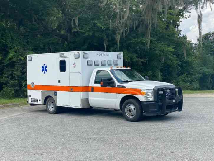 Ford F350 Super Duty Ambulance (2013)