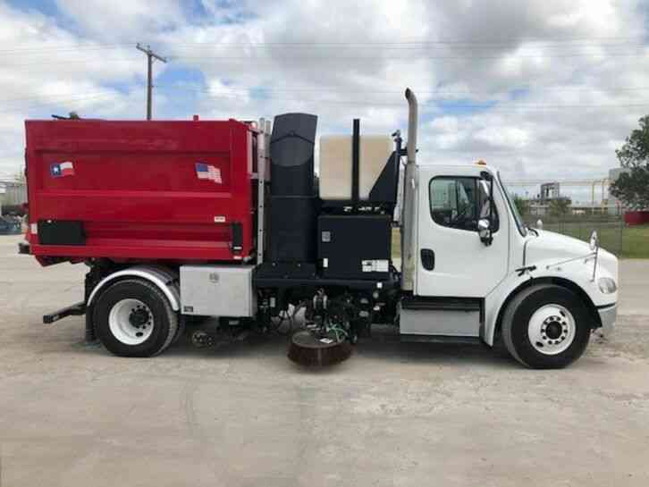 Freightliner M2106 Sweeper (2014)