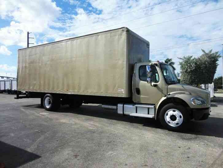 Freightliner BUSINESS CLASS M2 106 28FT DRY BOX TRUCK. CARGO TRUCK . . 109in (2015)