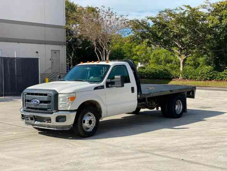 Ford Super Duty F-350 DRW Cab-Chassis (2015)