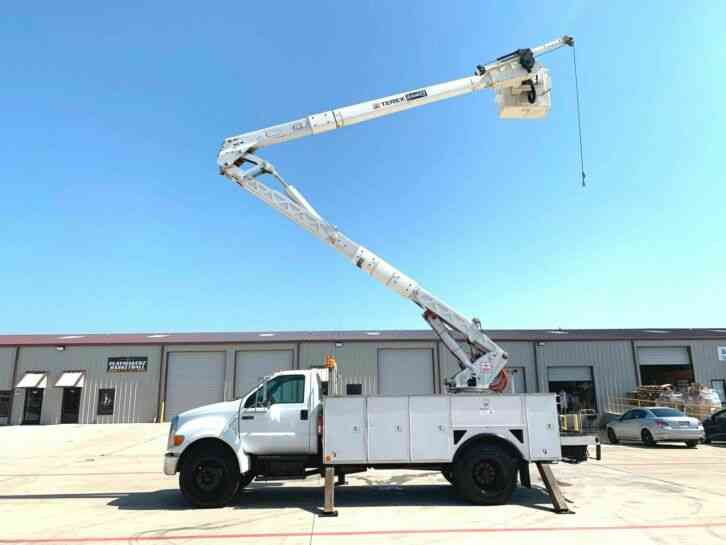 Ford F750 BUCKET TRUCK 60 FOOT W/, MATERIAL HANDLER (2007)