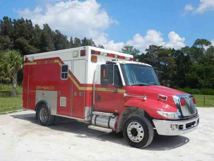 International 4300 Ambulance (2007)