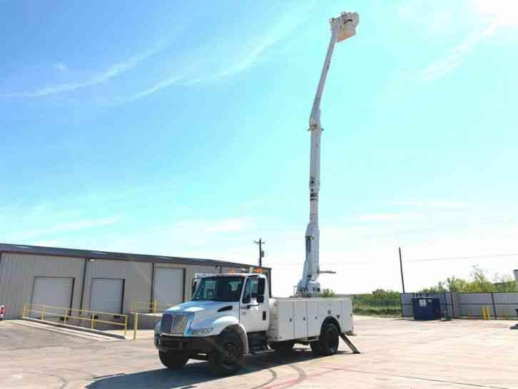 International 4300 BUCKET TRUCK (2005)