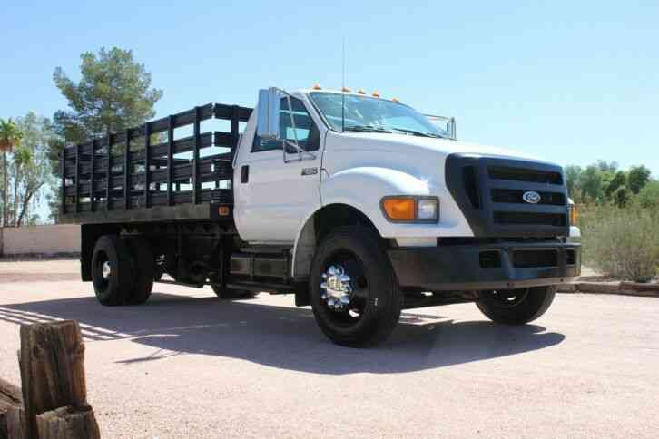 Ford F-650 16' Flatbed 24k miles Stake bed (2005)
