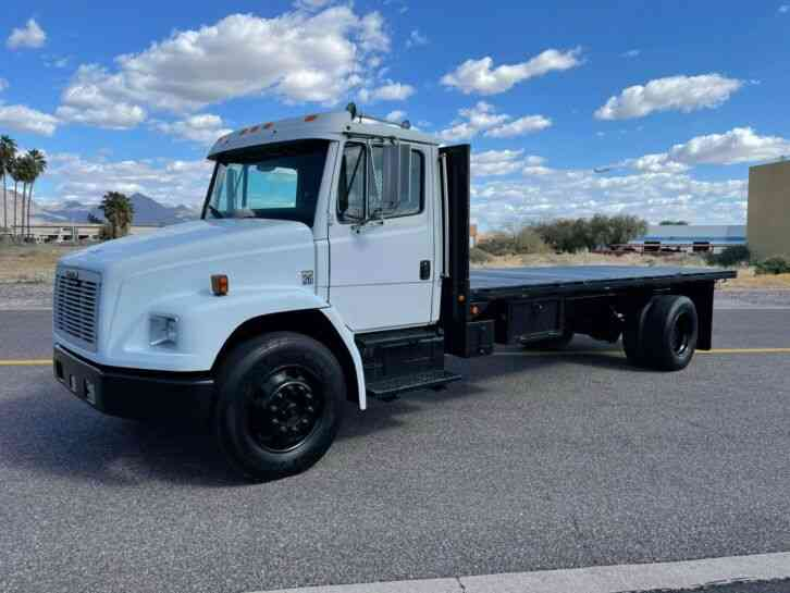 Freightliner FL70 CAT 20' FLATBED 64K MILES AUTOMATIC (2001)