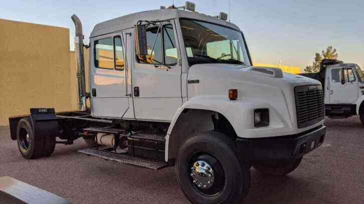 Freightliner FL70 4x4 CREW CAB ONLY 39K MILES (2001)