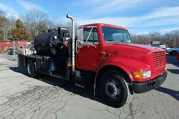 International 4700 Seal Coat Truck (1999)